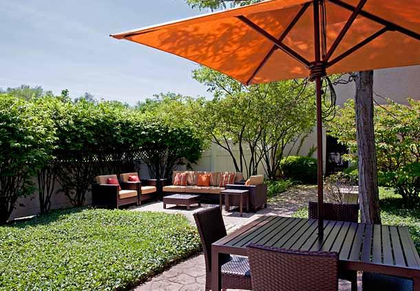 Courtyard by Marriott Chicago Elmhurst